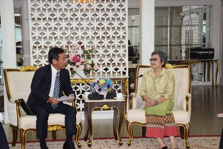 曼谷日本商会主席Shingo商务部长阿披拉迪女士