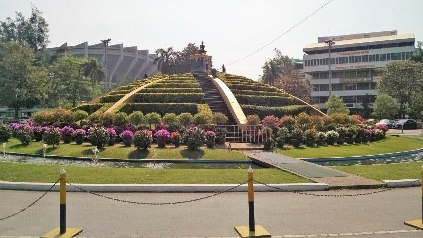 ramkhamhaeng-university-shrine-landscaped-bangkok