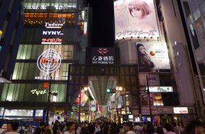 1219px-Shinsaibashisuji_Gate_Night_View_201407